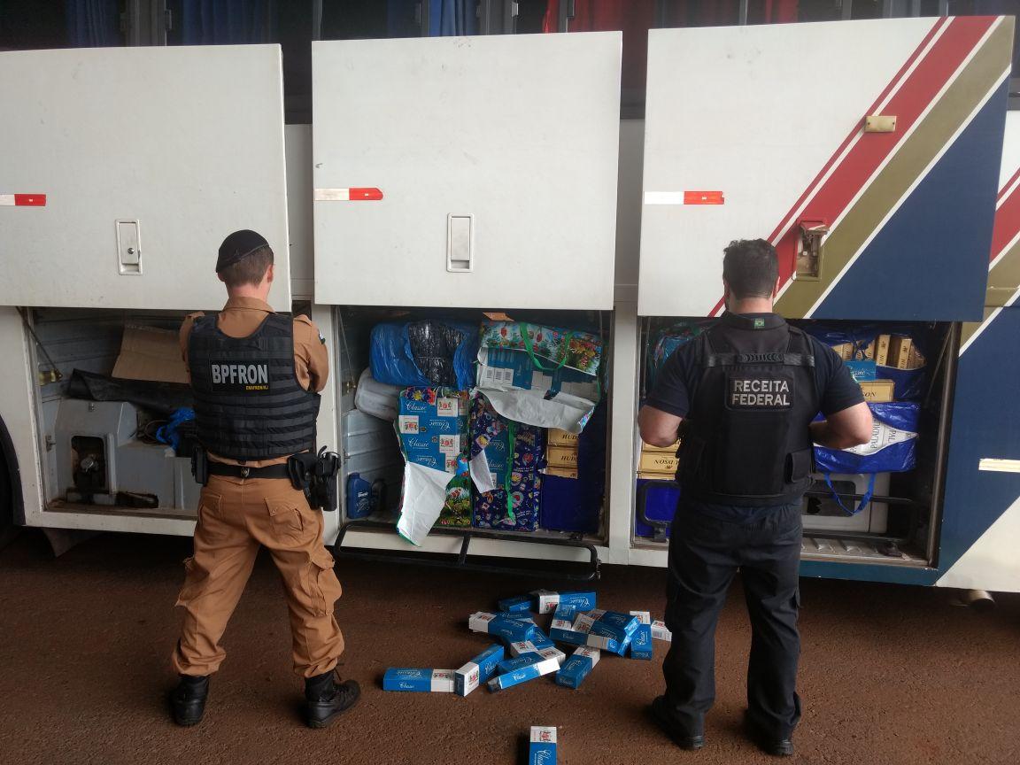 Fiscais da Receita encontram 7 fuzis escondidos em lataria de ônibus