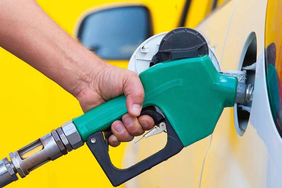 Resultado de imagem para Petrobras anuncia redução de 3% no preço da gasolina nas refinarias