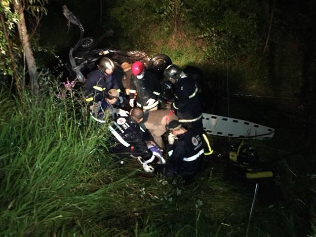 Quatro crianças e um adulto morrem em acidente na PR-567