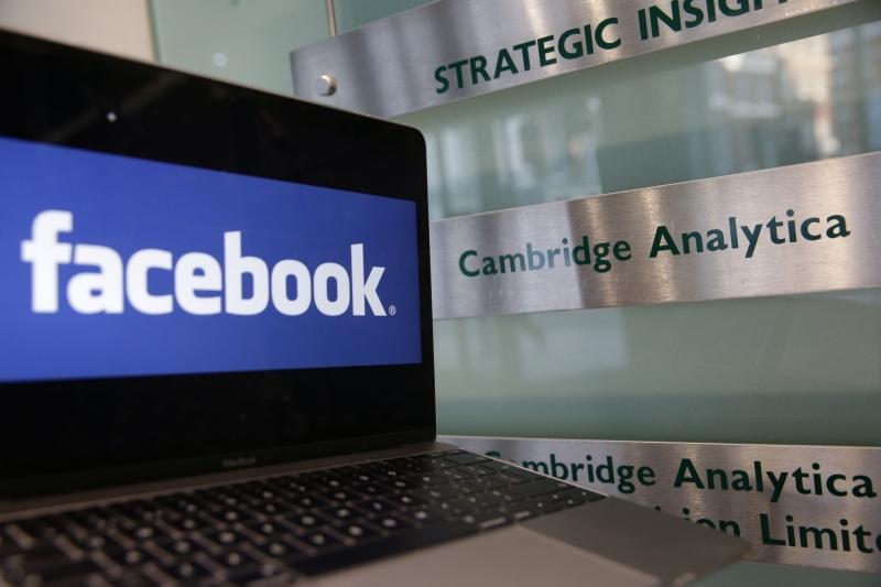 Facebook guarda registo de chamadas e SMS nos telemóveis