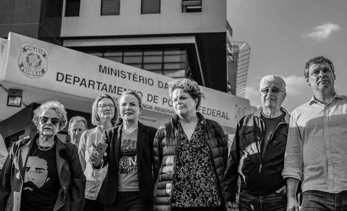 Resultado de imagem para Dilma é barrada na tentativa de visitar a cela de Lula na PF de Critiba