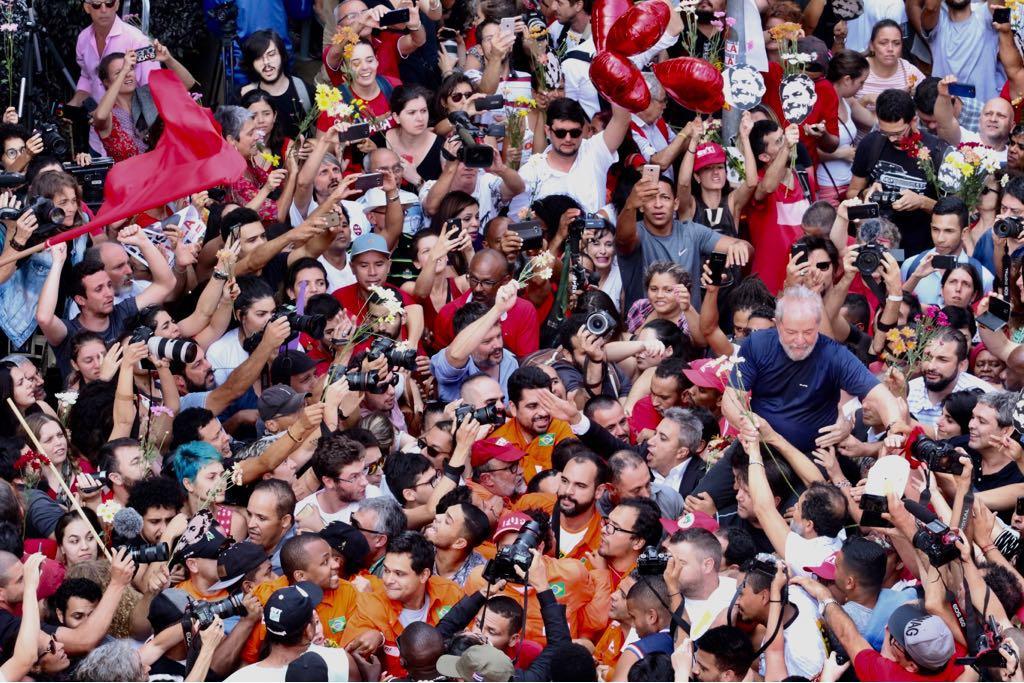Resultado de imagem para Lula diz que vai se entregar e provar sua inocência: 'Não estou escondido'