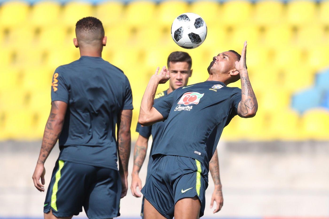 Resultado de imagem para Tite terá Danilo à disposição, mas Marcelo segue como dúvida