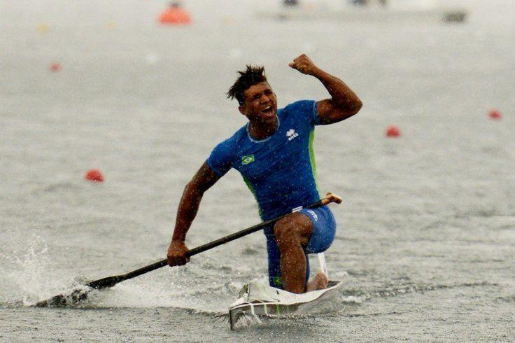 Resultado de imagem para Isaquias ganha medalha em Portugal